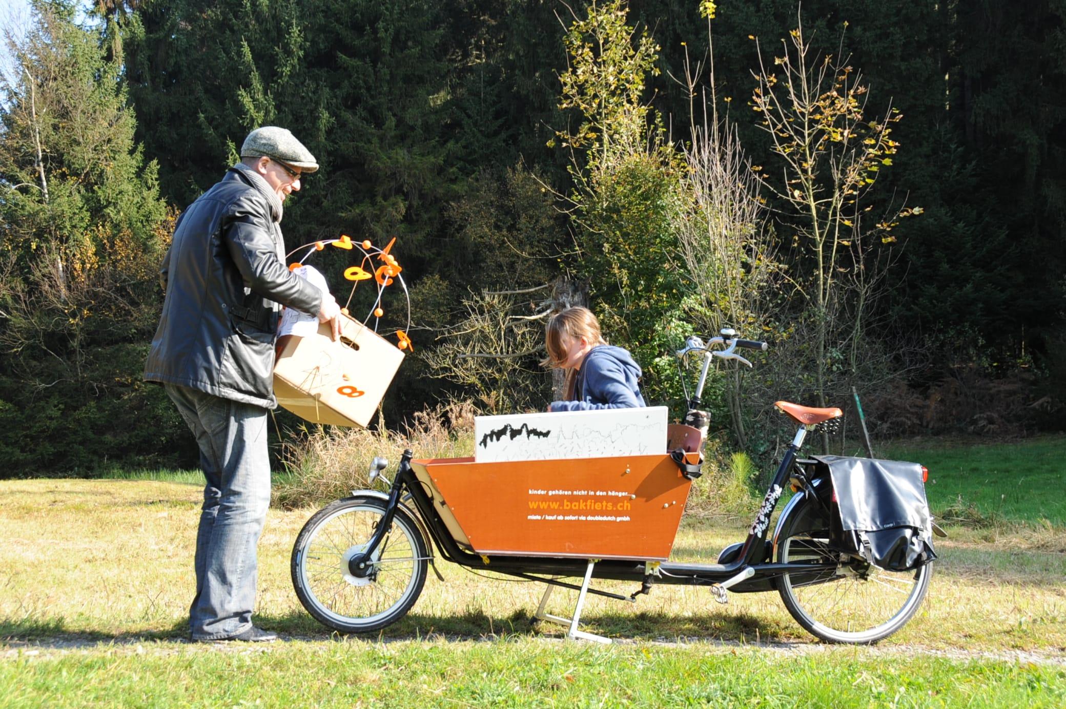 Der Transport: Sjoerd, Anne-Sophie, Kiste, Bakfiets…