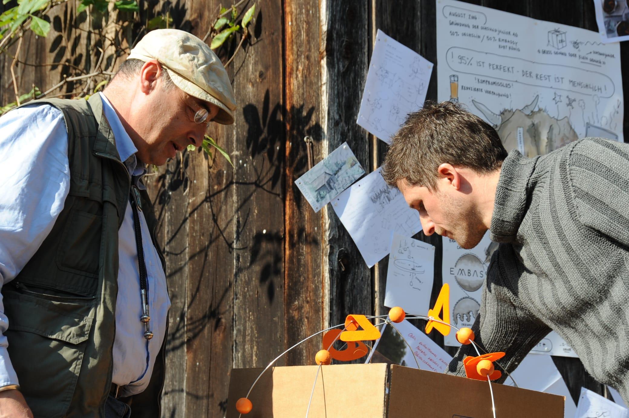 Eine Kiste wie aus einem Comic…Paul Gerbers und Peter Cantienis Umsetzung von Ludwigs Ideen… Spannung beim ersten Blick darauf… Riesenfreude…