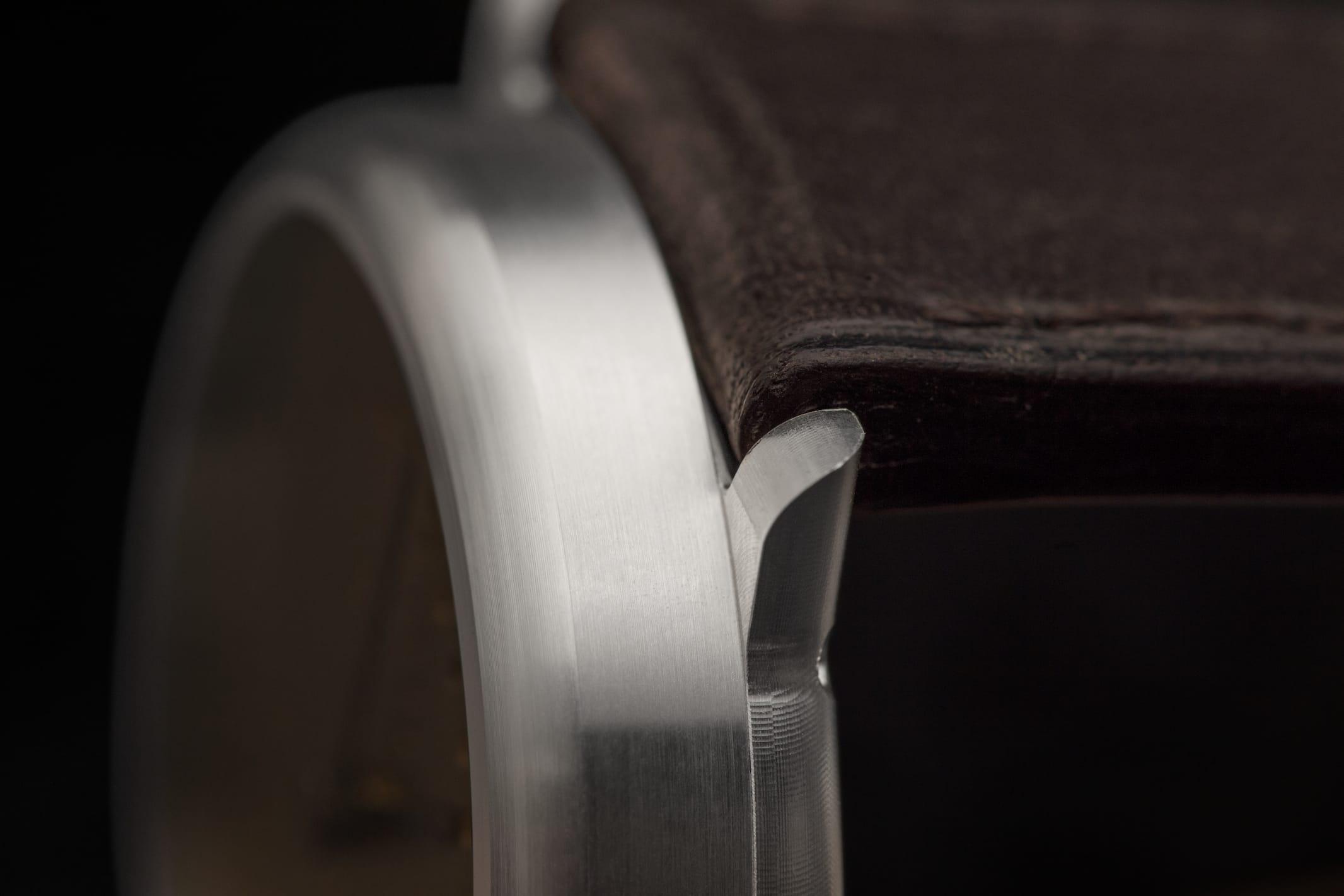 annual-calendar-brass-39mm-silver-case-_BEA8809_RGB