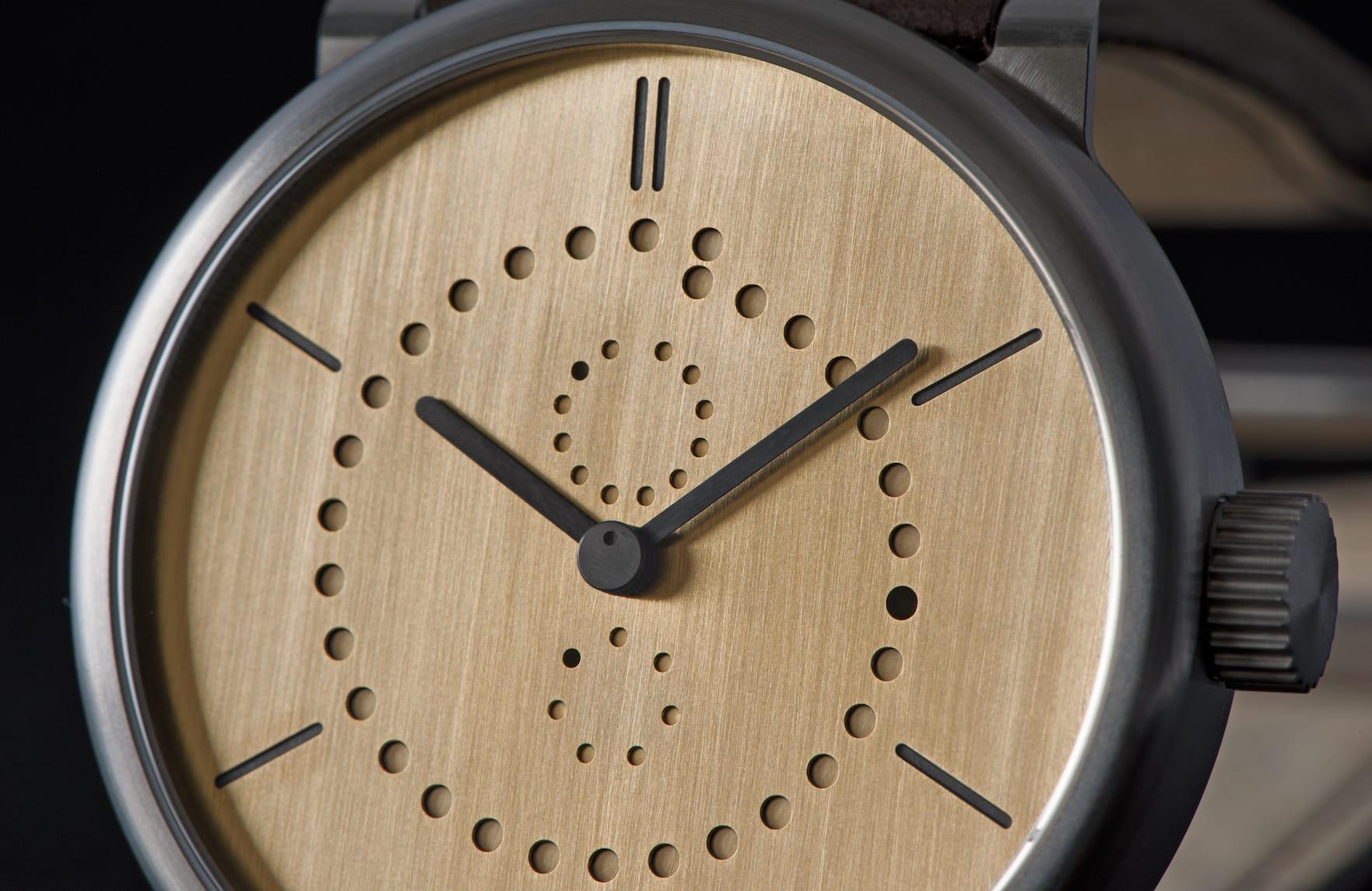 annual-calendar-watch-ochs-und-junior-brass-BEA6500_RGB-blog