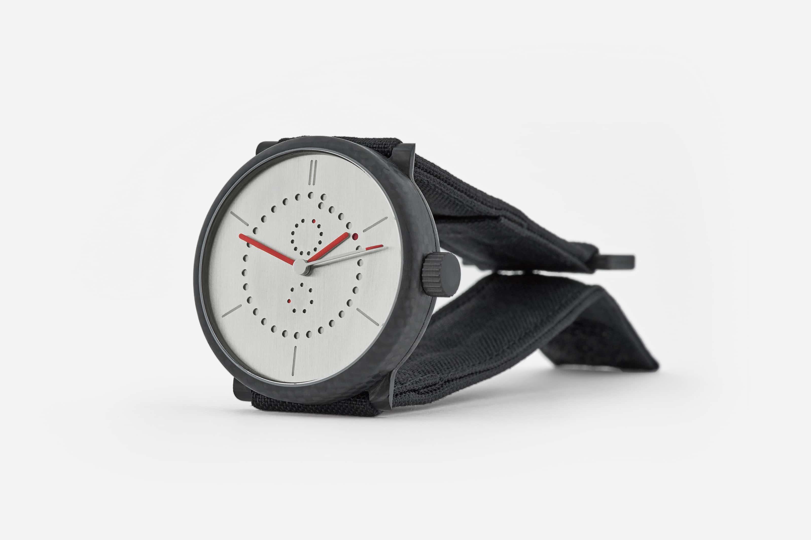carbon-fiber-annual-calendar-watch-ochs-und-junior-12_RGB-3198px