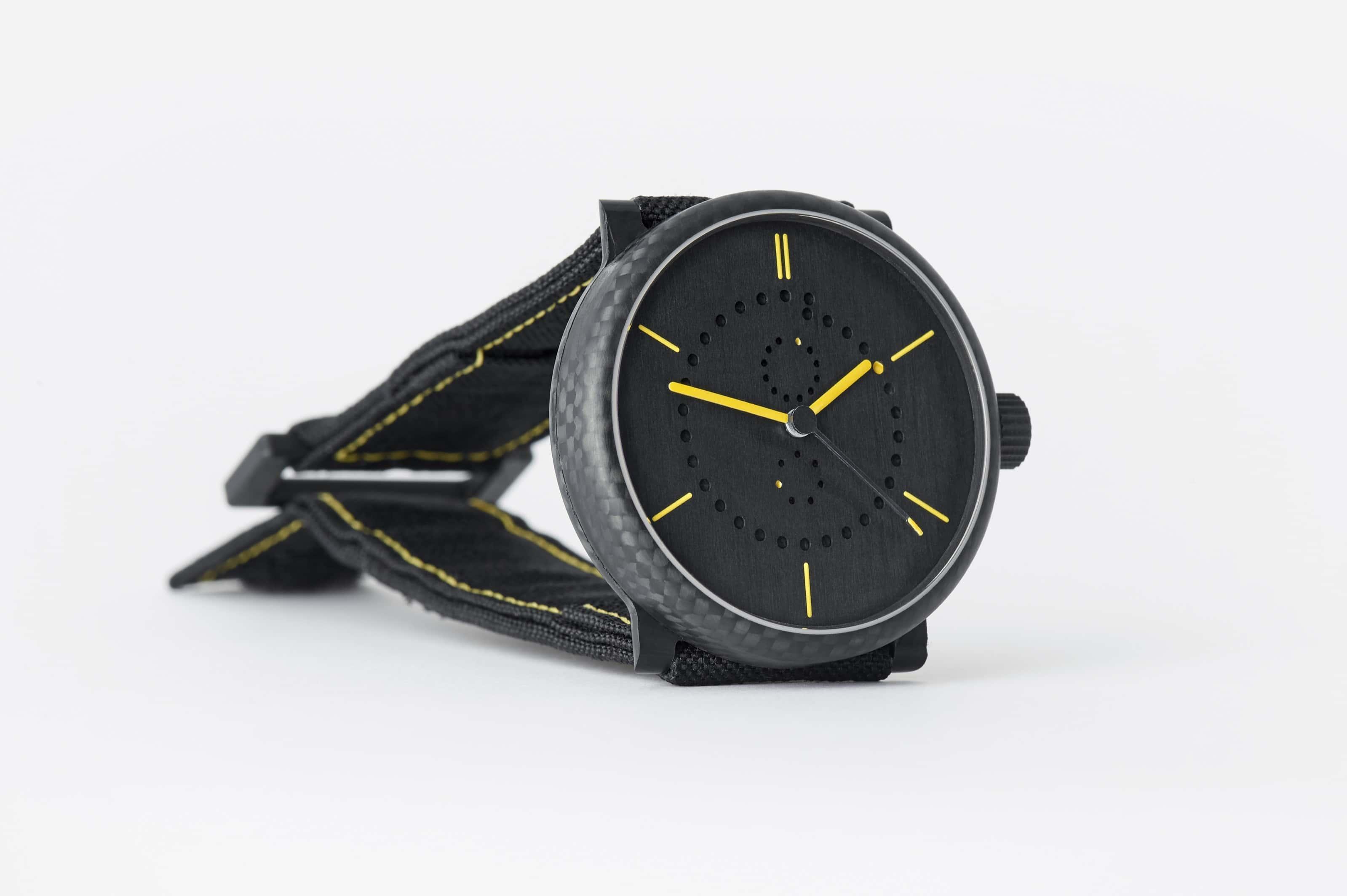 carbon-fiber-annual-calendar-watch-ochs-und-junior-9_RGB-3198px