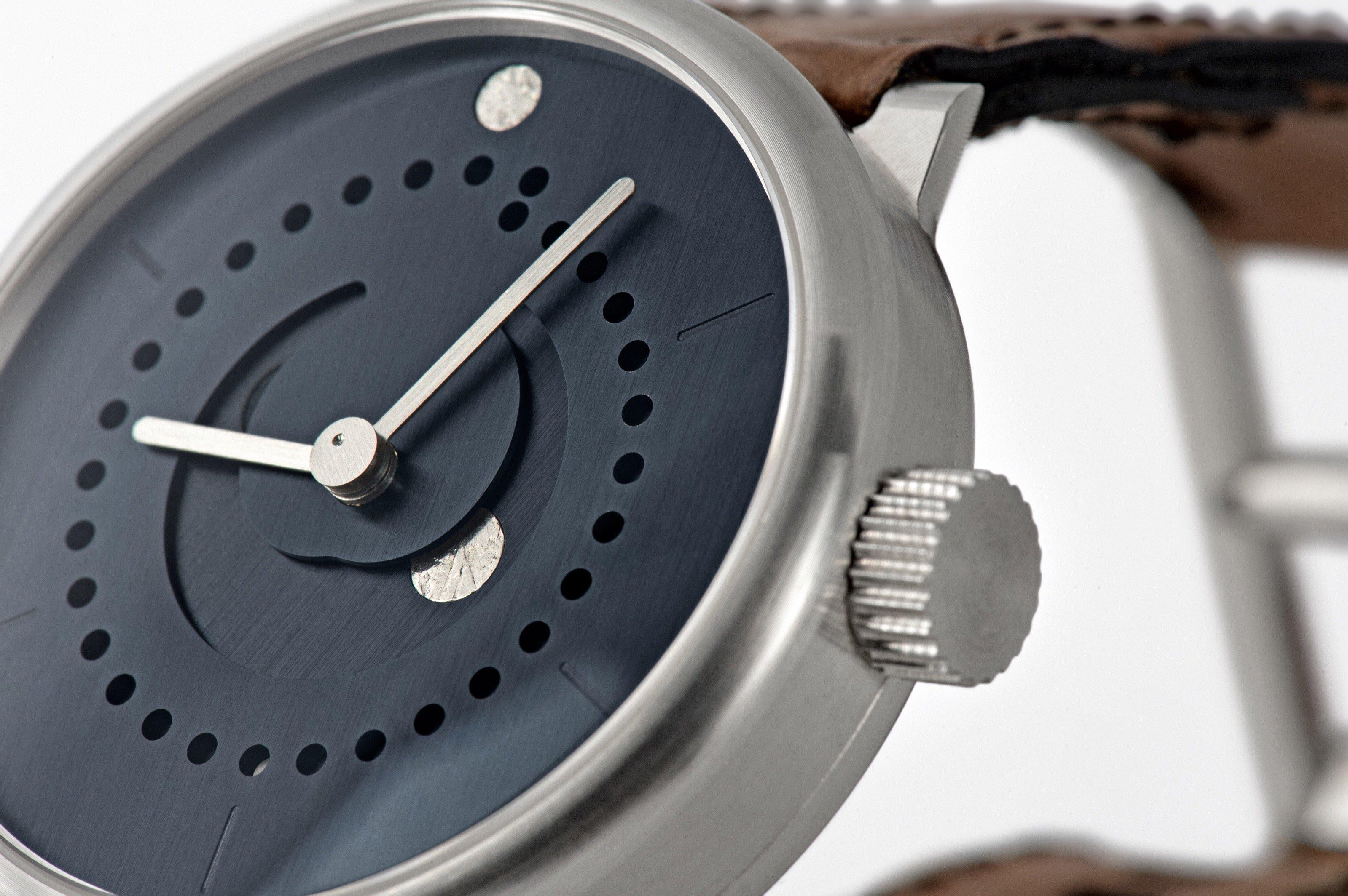 moon-phase-watch-ochs-und-junior-blue-patina-39mm-6-2_RGB-3198px