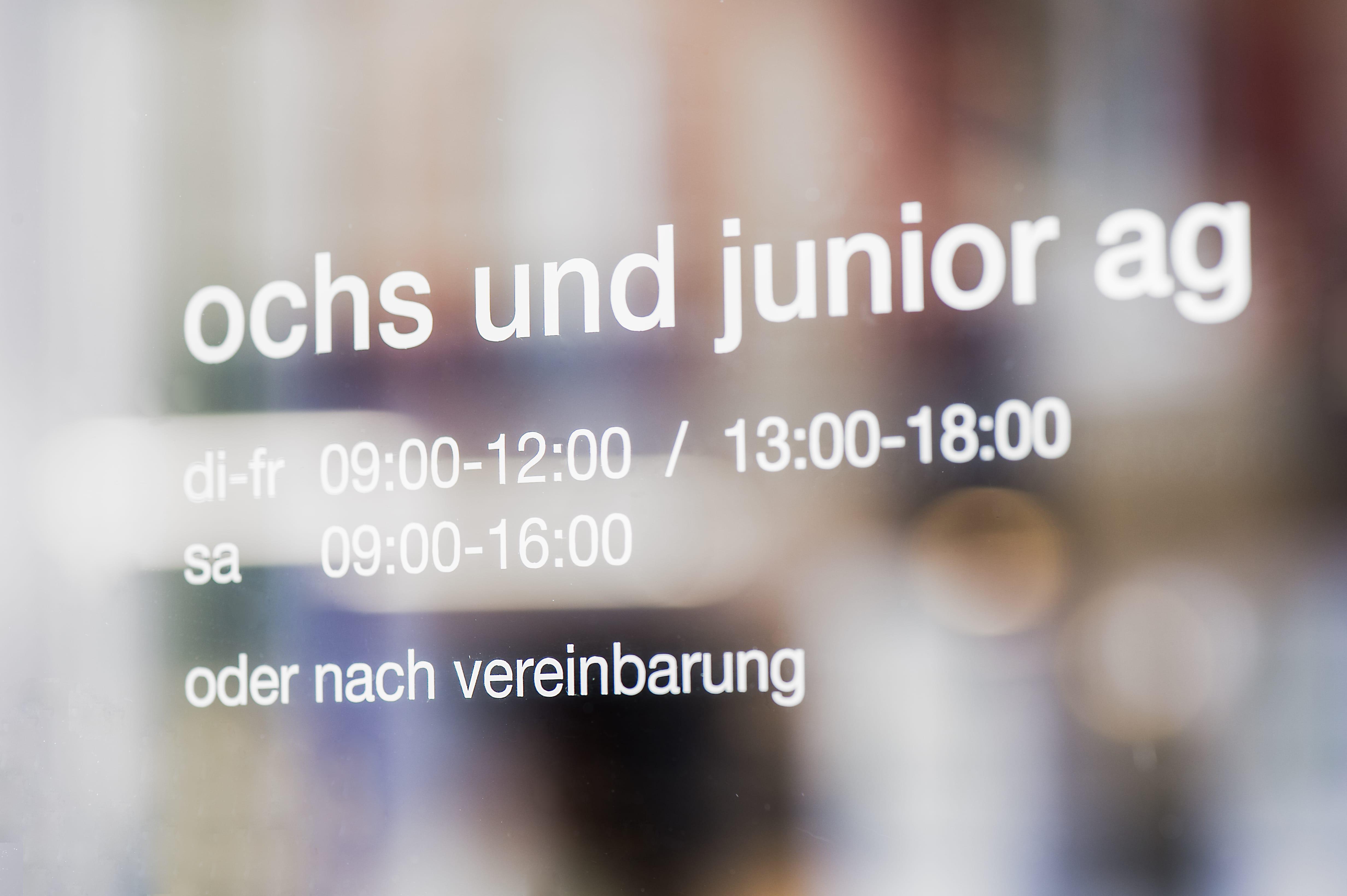 ochs-und-junior-door-text