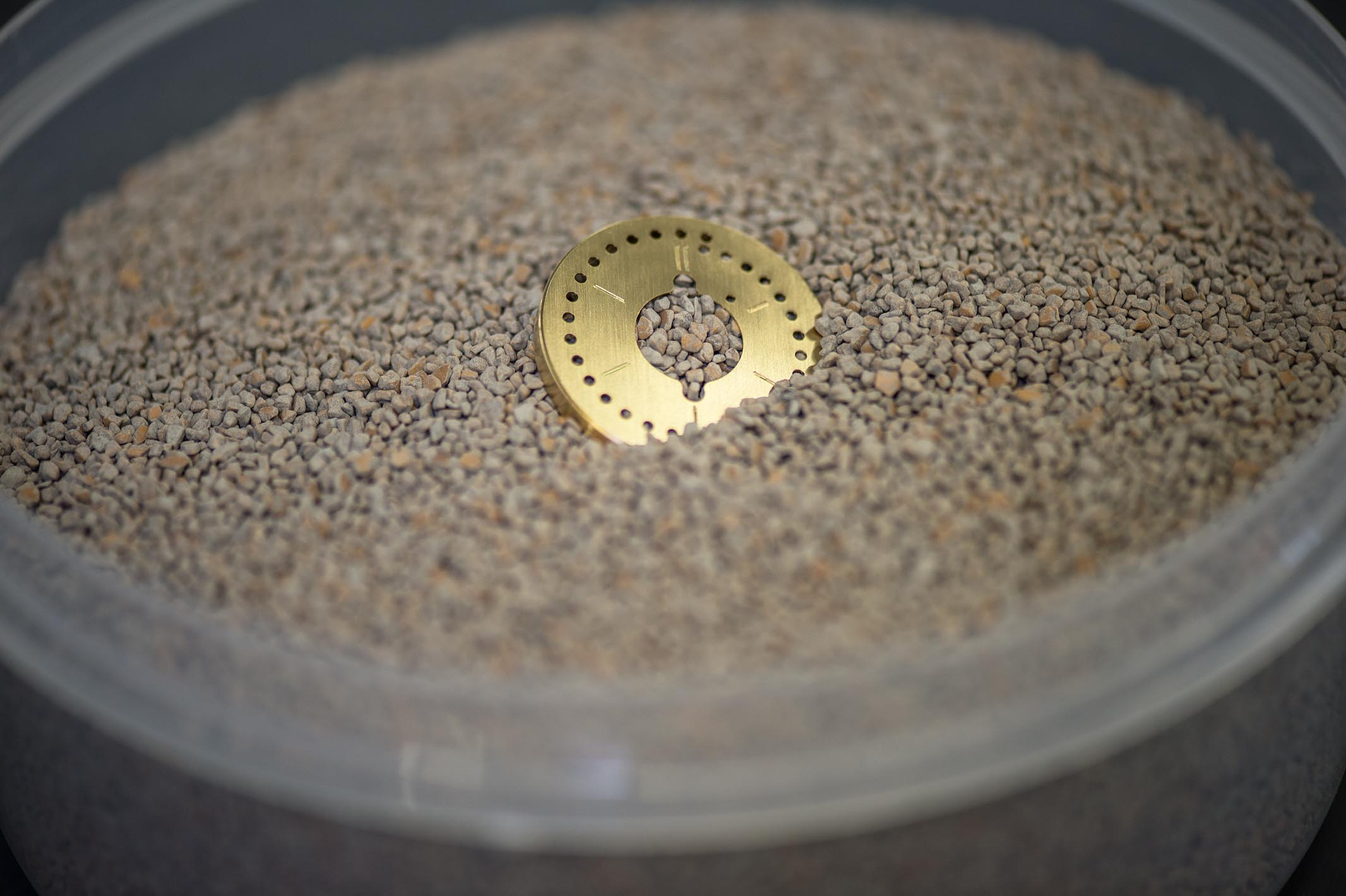 At the end, the dial undergoes several hours of vibratory finishing in a granulate made of nut shells. This breaks/polishes off any remaining artifacts from the production process, but preserves the milled surface structure.